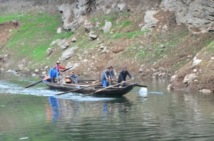 Boatmen on the Shennong Stream