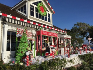 Uber Xmas decor on Balboa Island.